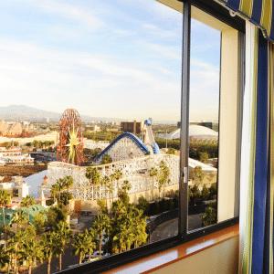 Paquetes a Disneyland Pier Hotel California